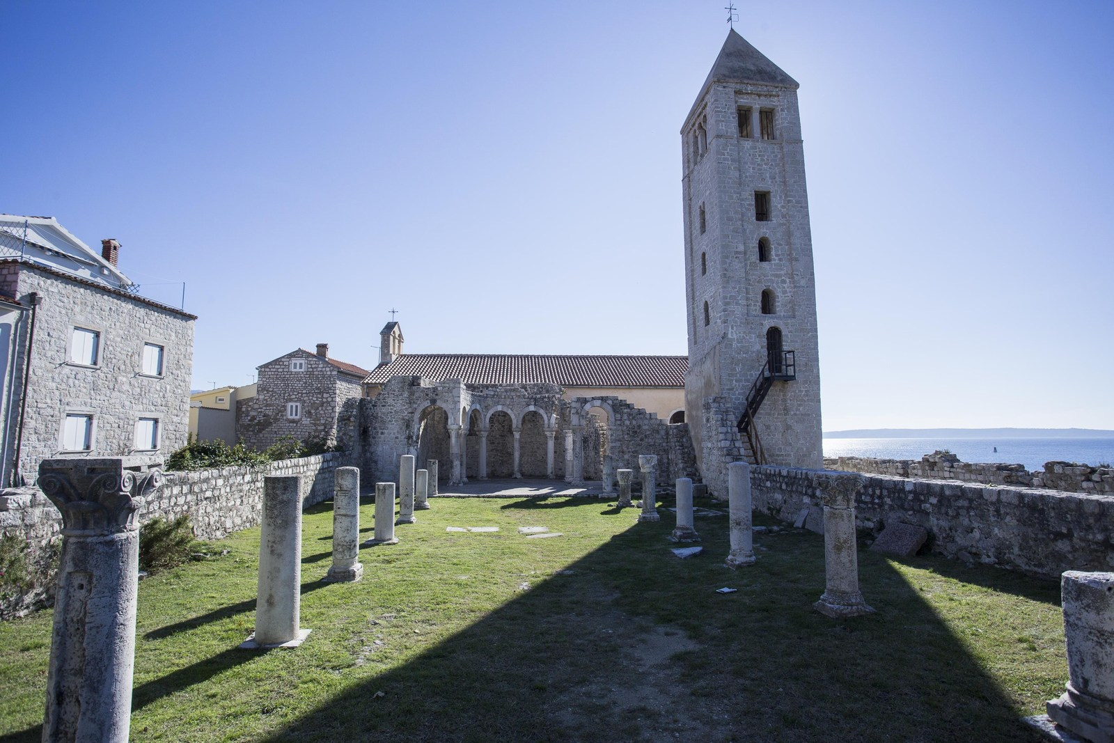 Cerkev, Rab,foto HTZ in Bojan Haron Markičević