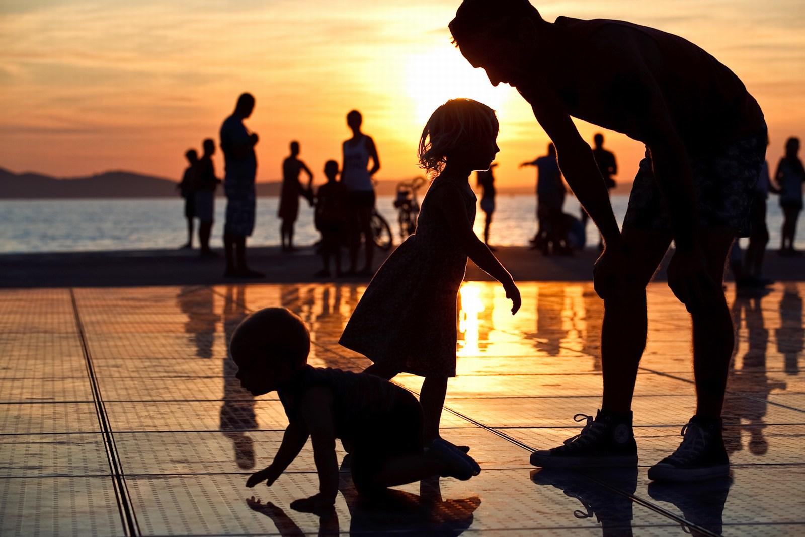 Igra senc in sonca. Foto: HTZ.