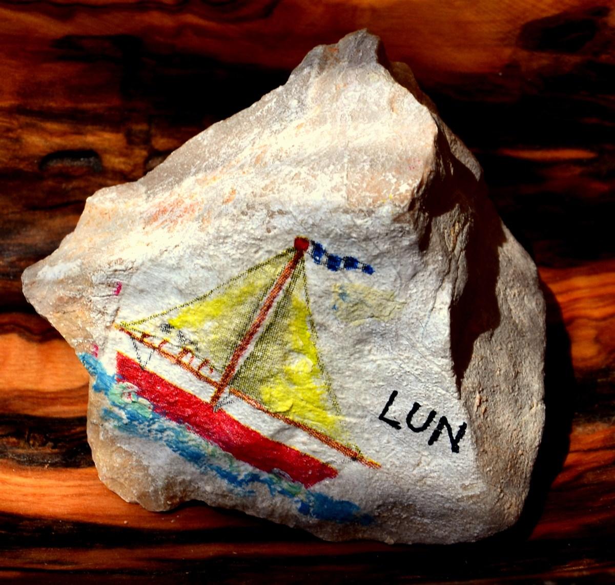 Tudi kamen, porisan, je lahko lep spominek.