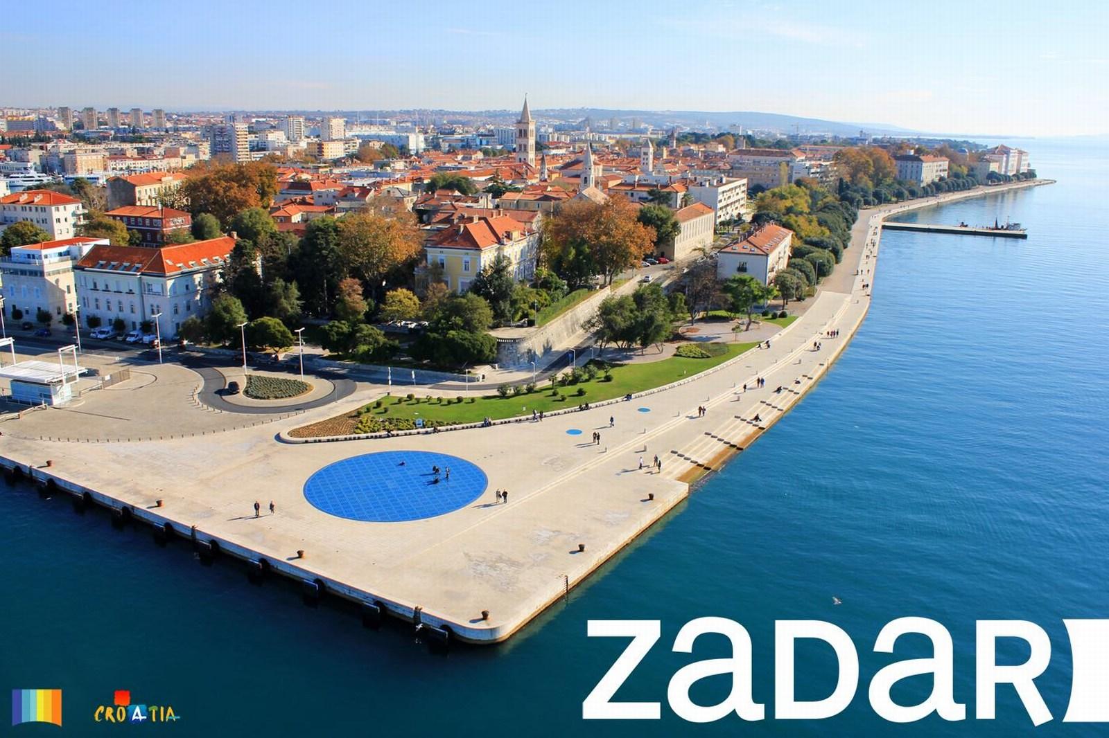 Zadar, polotok, iz zraka. Obe inštalaciji sta na rivi. Foto: HTZ in V. Jednaković.