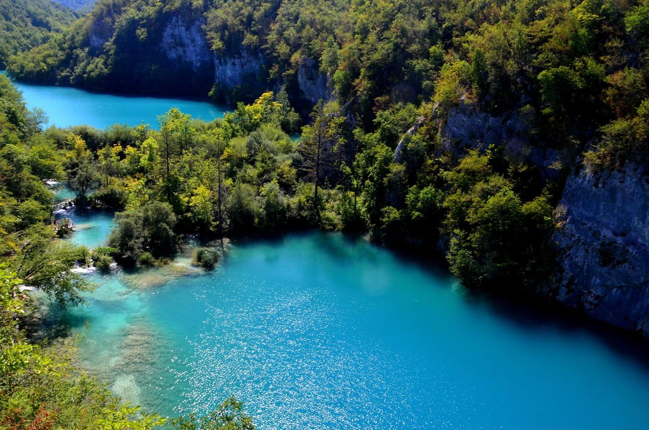 Gornja jezera su: Prošćansko jezero, Ciginovac, Okrugljak, Batinovac, Veliko jezero, Malo jezero, Vir, Galovac, Milino jezero, Gradinsko jezero, Veliki Burget i Kozjak.