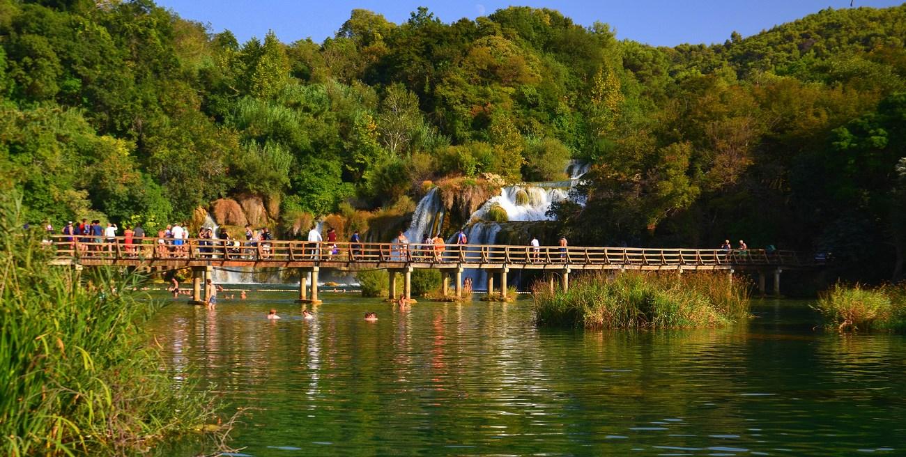Skradinski buk, splet slapov in brzic, turisti dobesedno obožujejo.