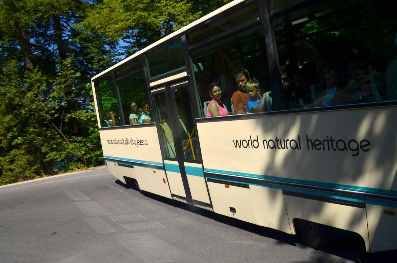 Tudi turistični avtobus vas vozi ...