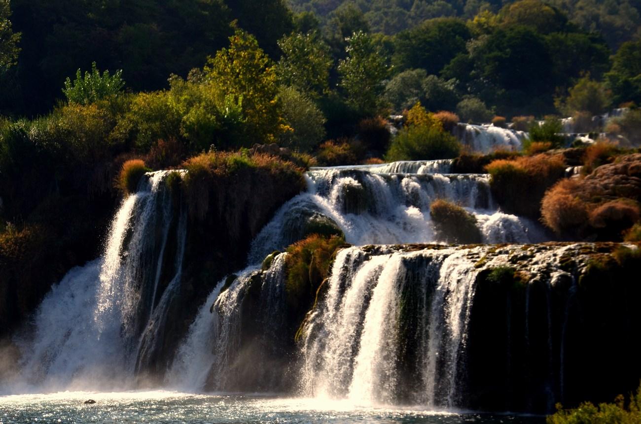 Na celotnem vodotoku Krke je sedem slapov, ki imajo skupen padec kar 244 metrov.