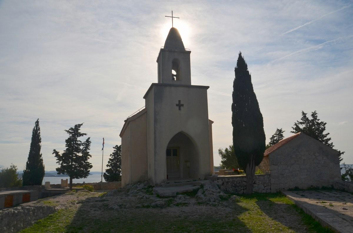 Cerkvica na hribu