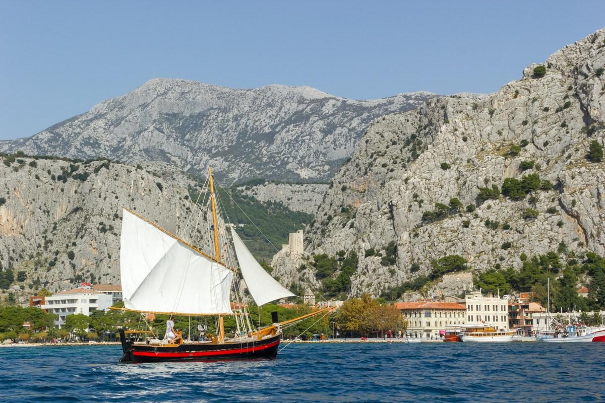V 12-em in 13-em stoletju so bili omiški gusarji vladarji morja med Splitom in Dubrovnikom.