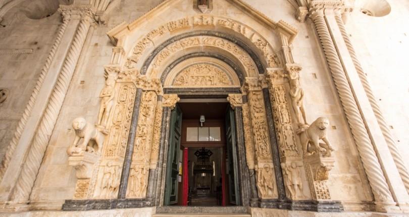 Zakaj obiskati Trogir?