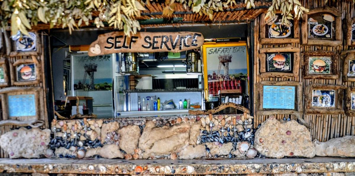 Šank v Safari baru