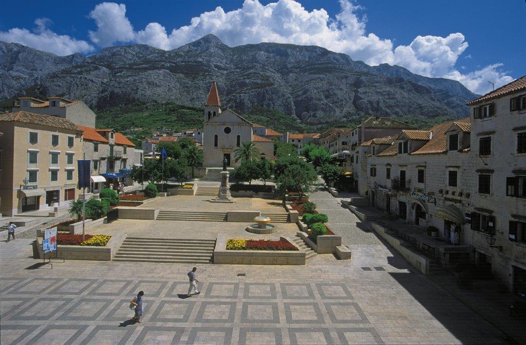 Kačićev trg Makarska