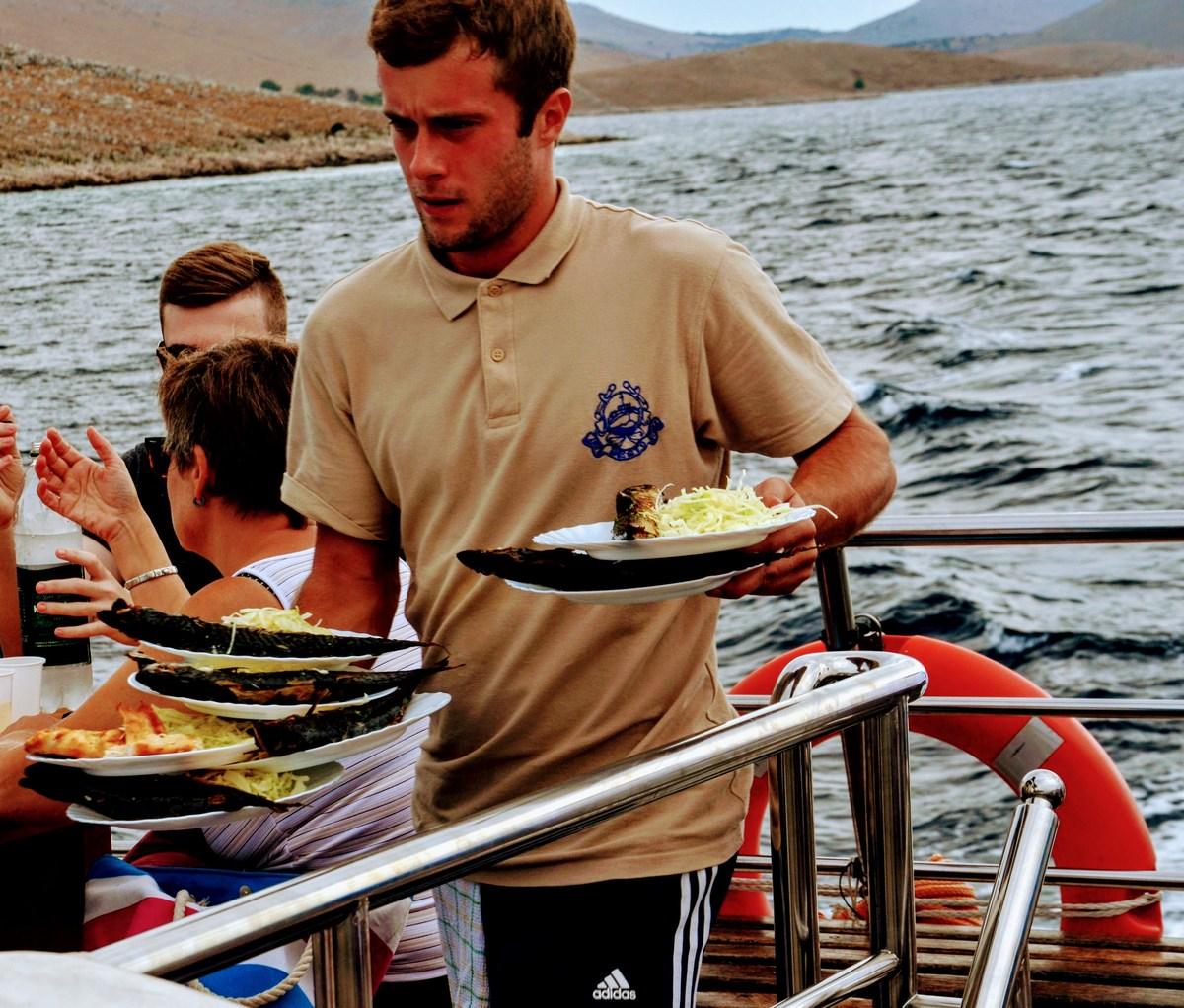 Kelner na ladji