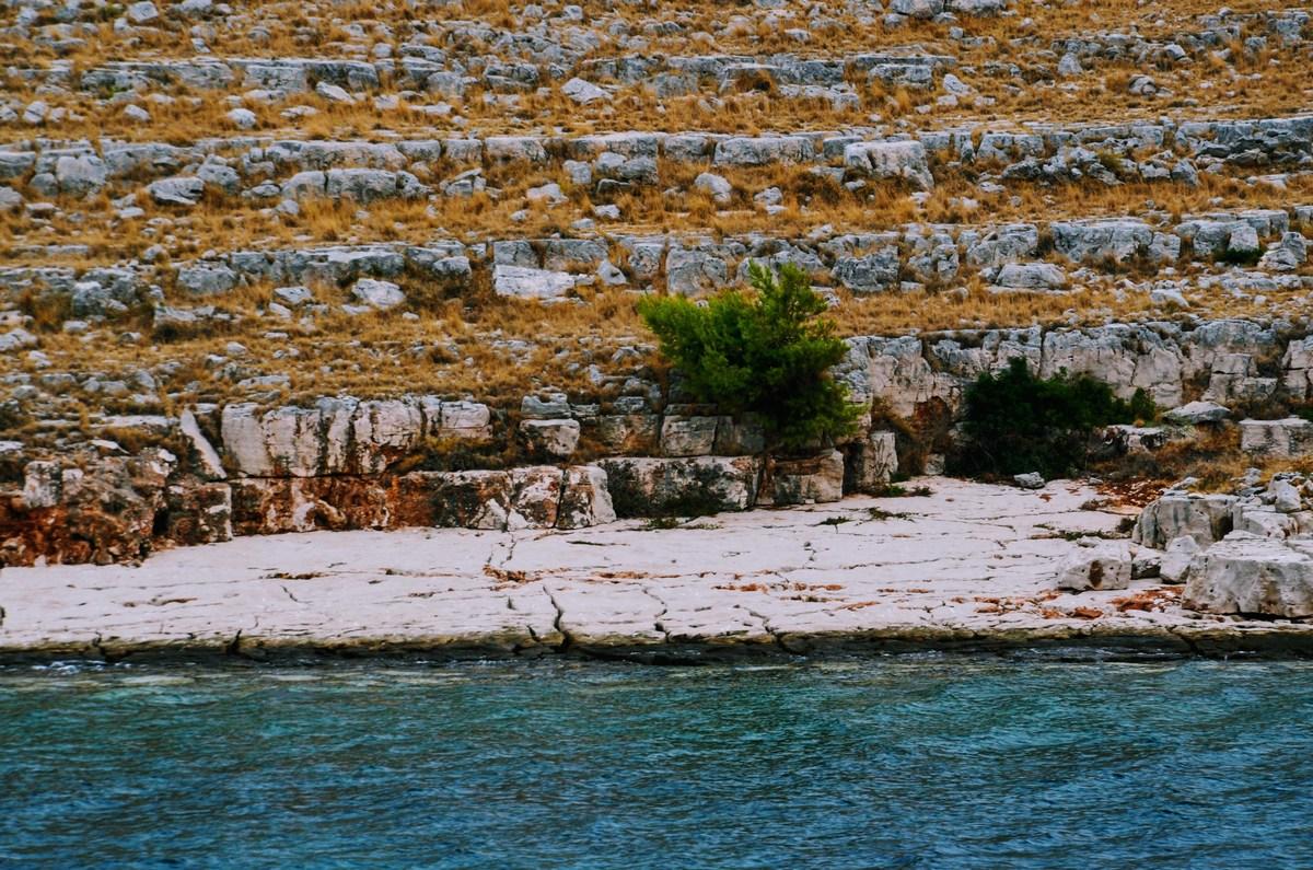 Mini skalna plaža