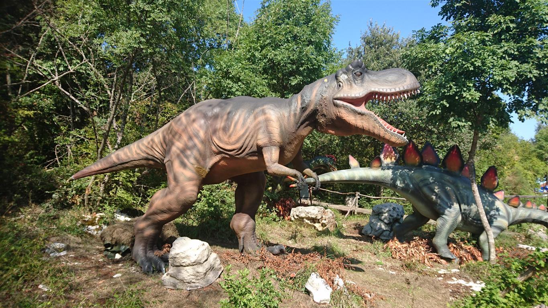 dva dinozavra