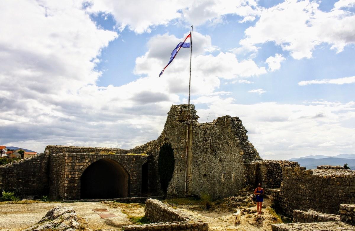 Ostanke trdnjave prenavljajo