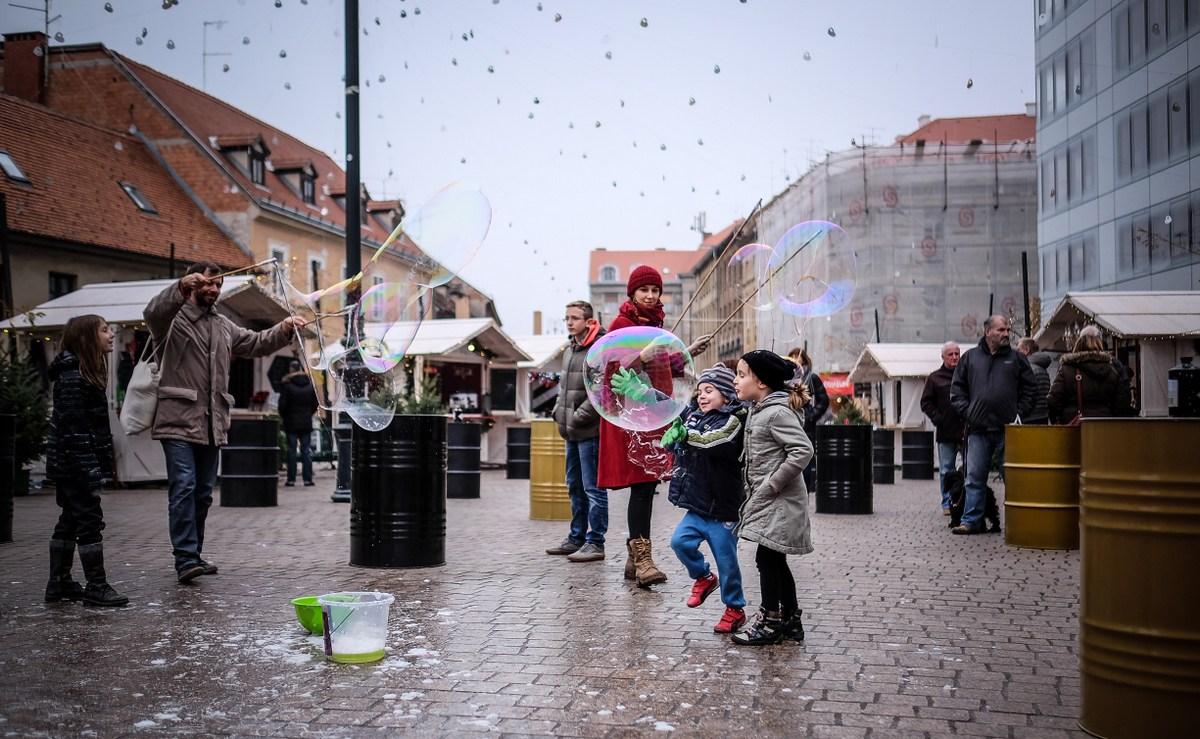 Baloni. Veliki baloni. Mai otroci. Foto S. Kaštelan
