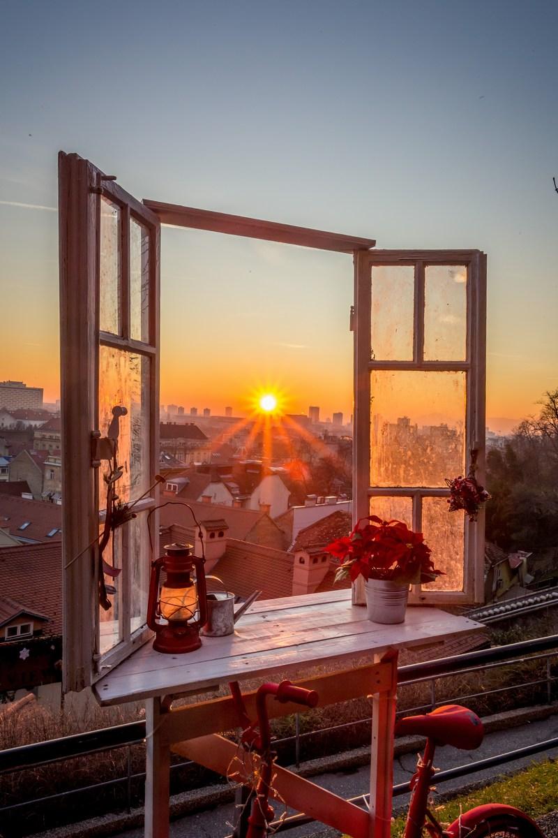 Okno. Foto J. Duval