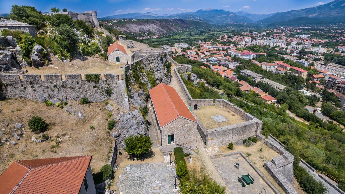 Pod trdnjavo mesto Knin