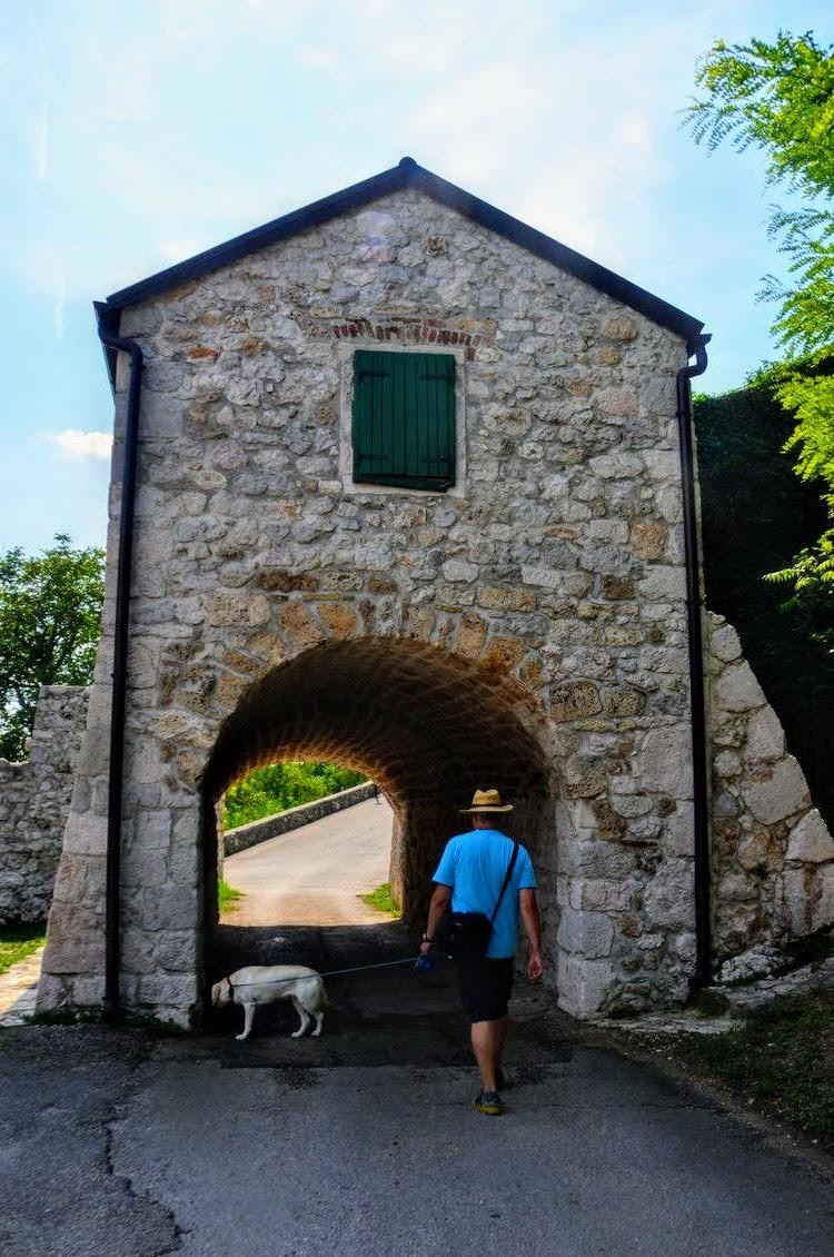 Stražarnica pred trdnjavo