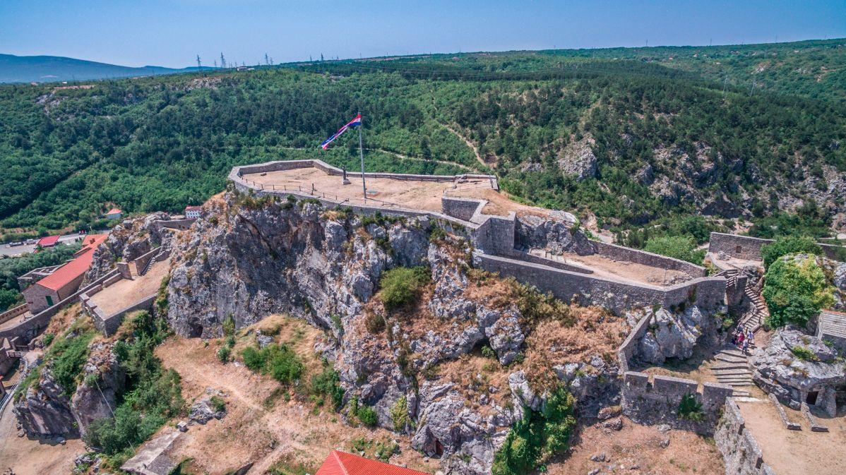 Zastava in kip Franje Tuđmana