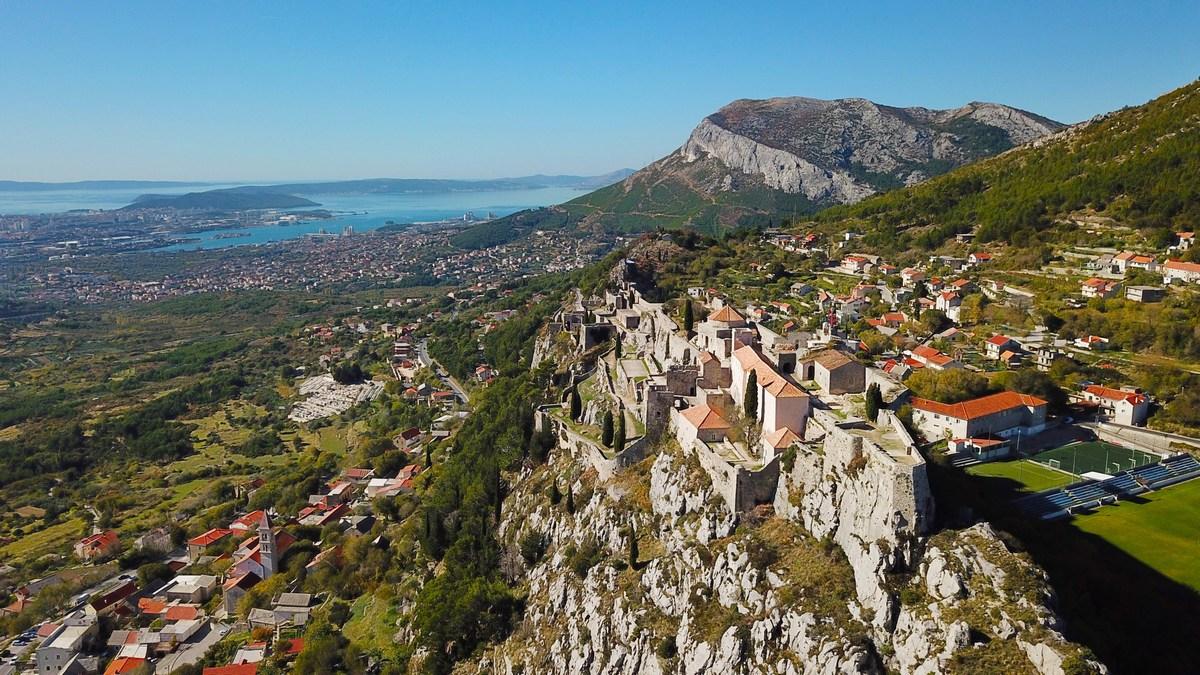 Split, trdnjjava in nogometno igrišče
