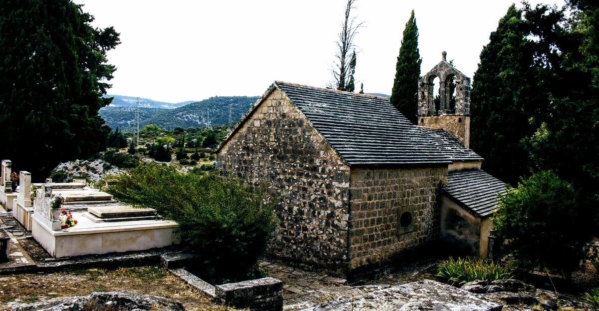Pokopališče s cerkvico