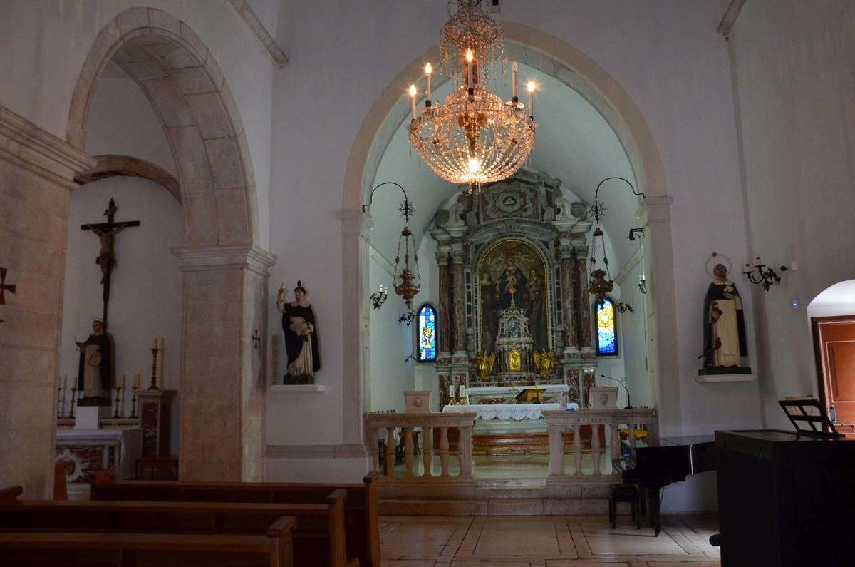V samostanu