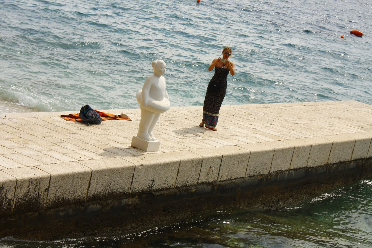 Zanimiv kip na pomolu