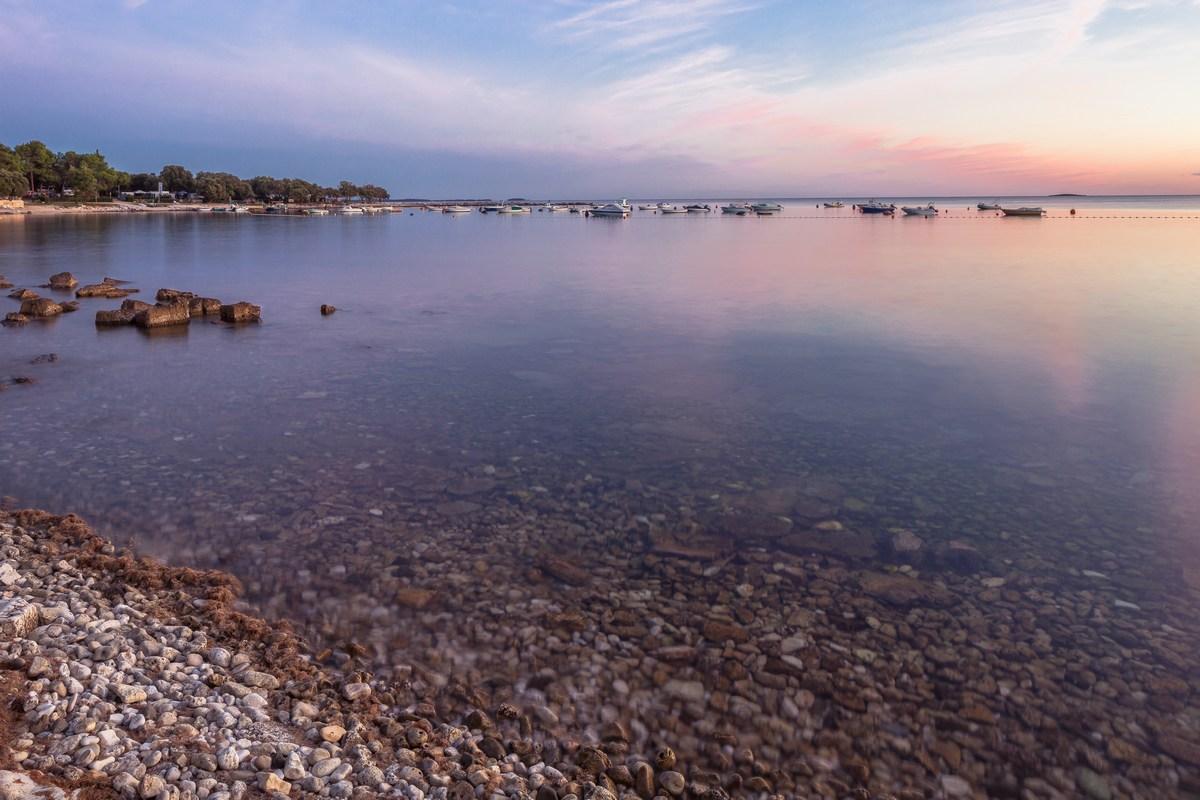 Mirno morje čaka na turiste