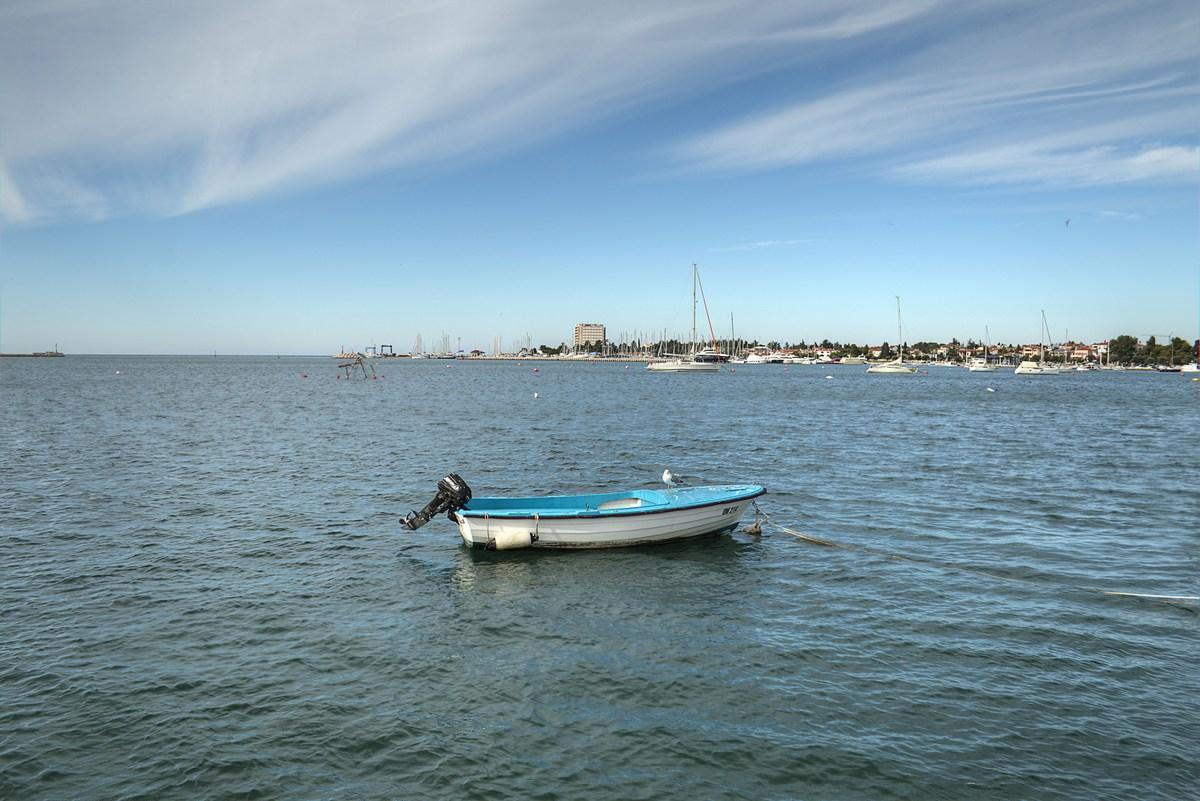Osamljen čoln