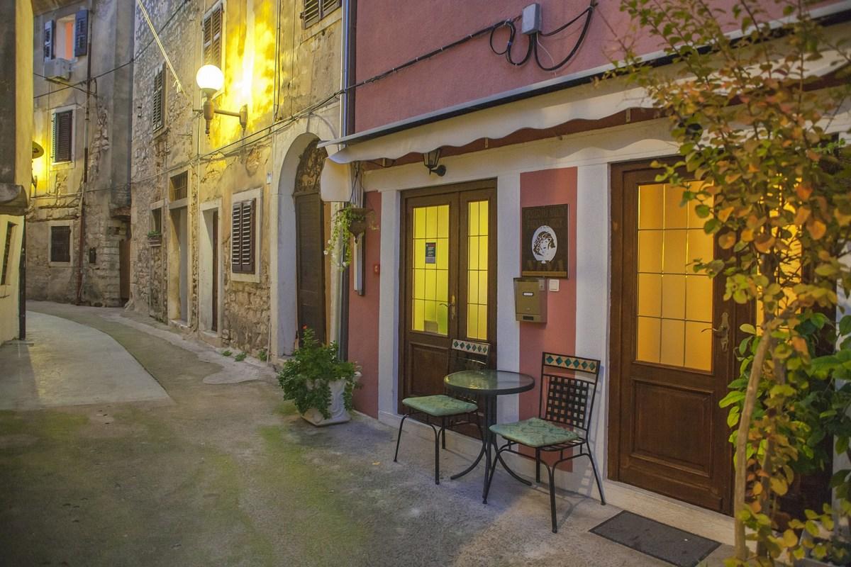 Večerna ulica