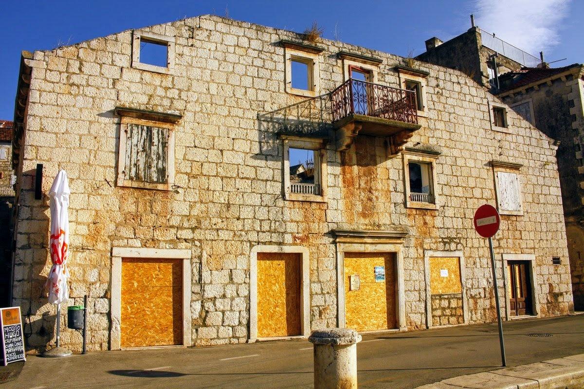 Še stare, zanemarjene hiše so lepe