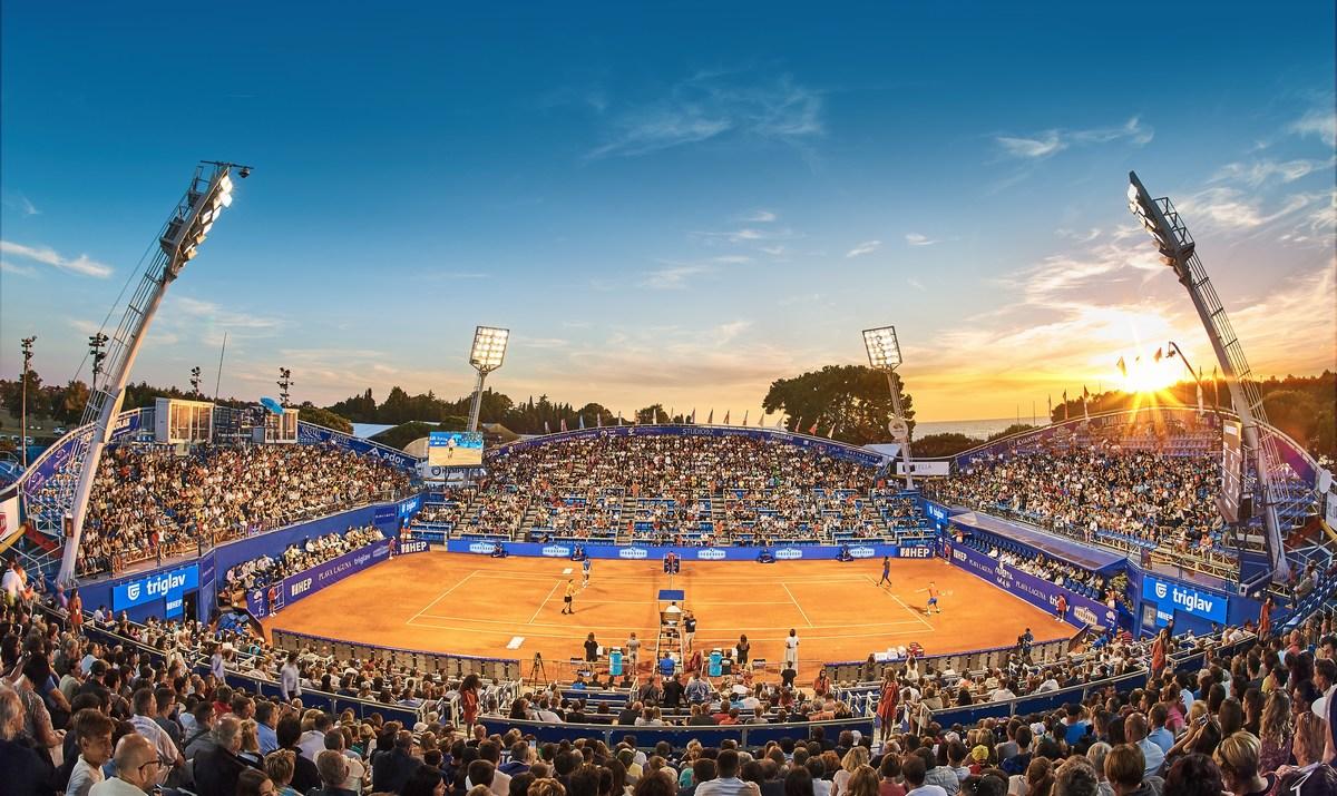 Osrednji stadion sprejme okrog 2.000 gledalcev