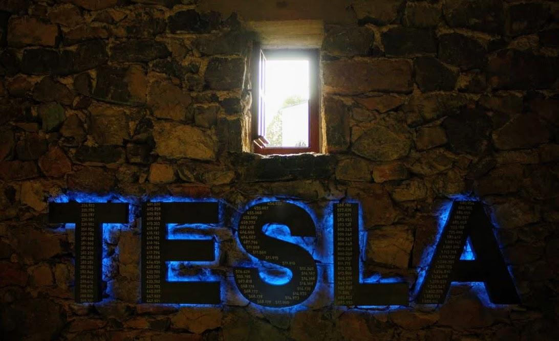 Tesla, naj bo svetloba