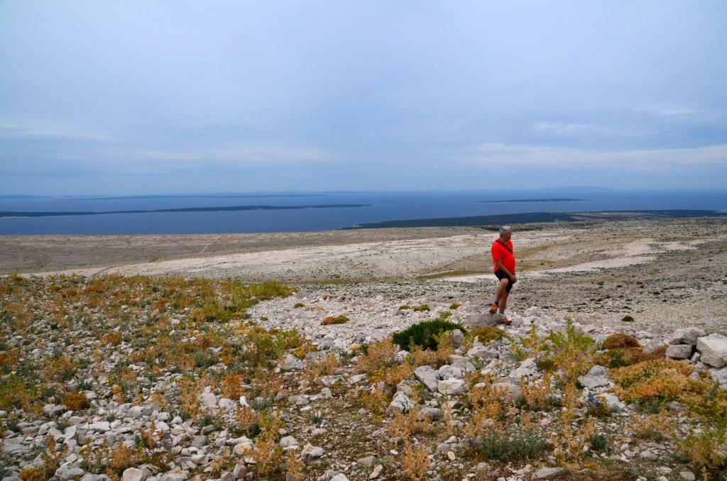 Vidijo se bližnji otoki Rab, Mali Lošinj, Silba, Olib, Maun, Lukar.