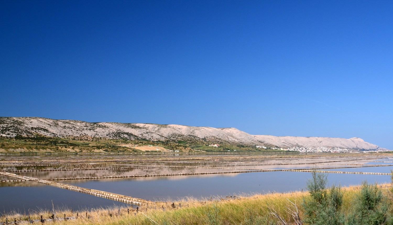 Tradicionalni način proizvodnje soli z naravnim izhlapevanjem so opustili pred 25 leti, ko je bila zgrajena tovarna soli, ki se danes razprostira na kar 2 milijona kvadratnih metrih.