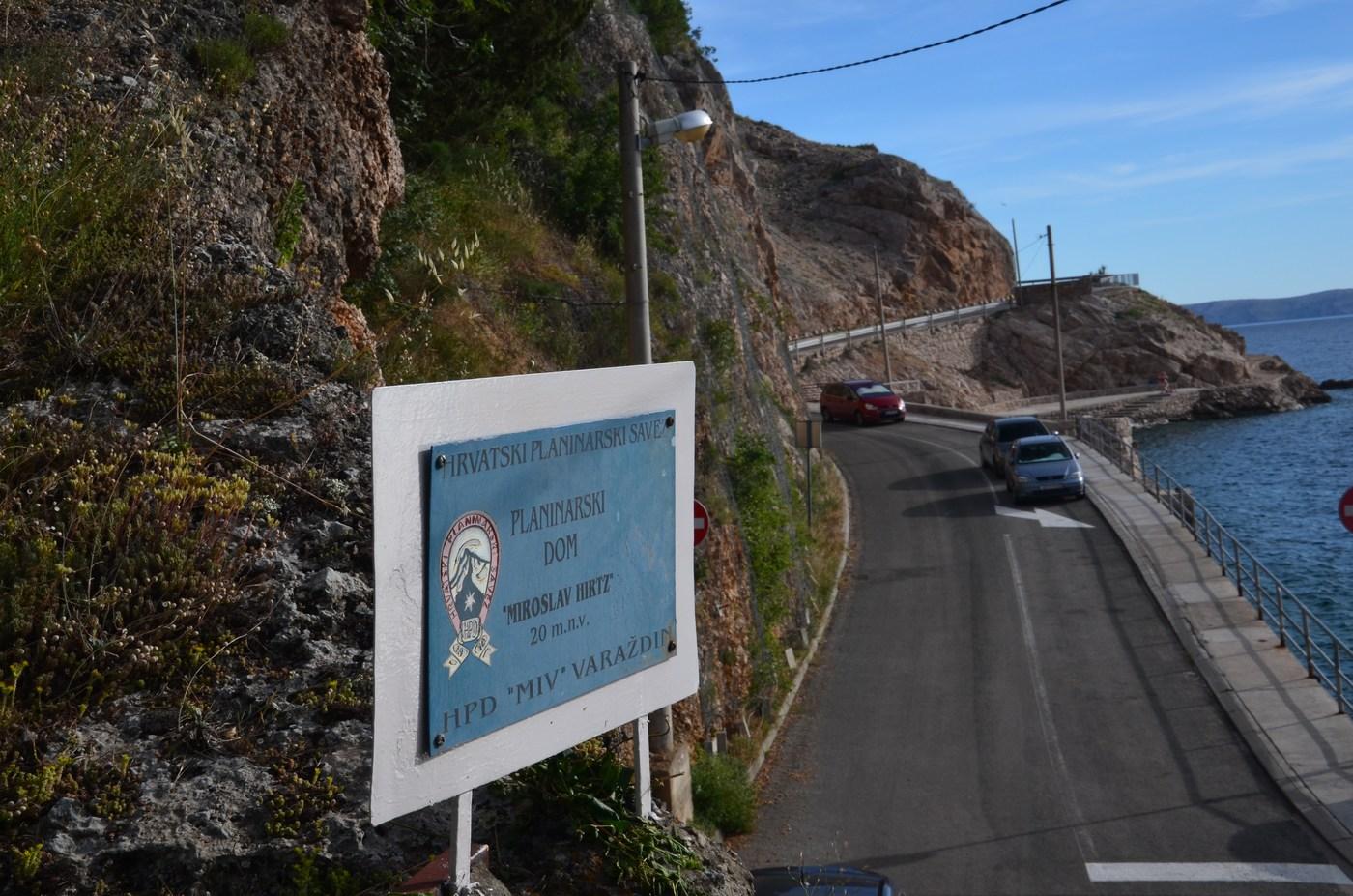 Do planinskega doma, na nadmorski višini 20-ih metrov. :-)