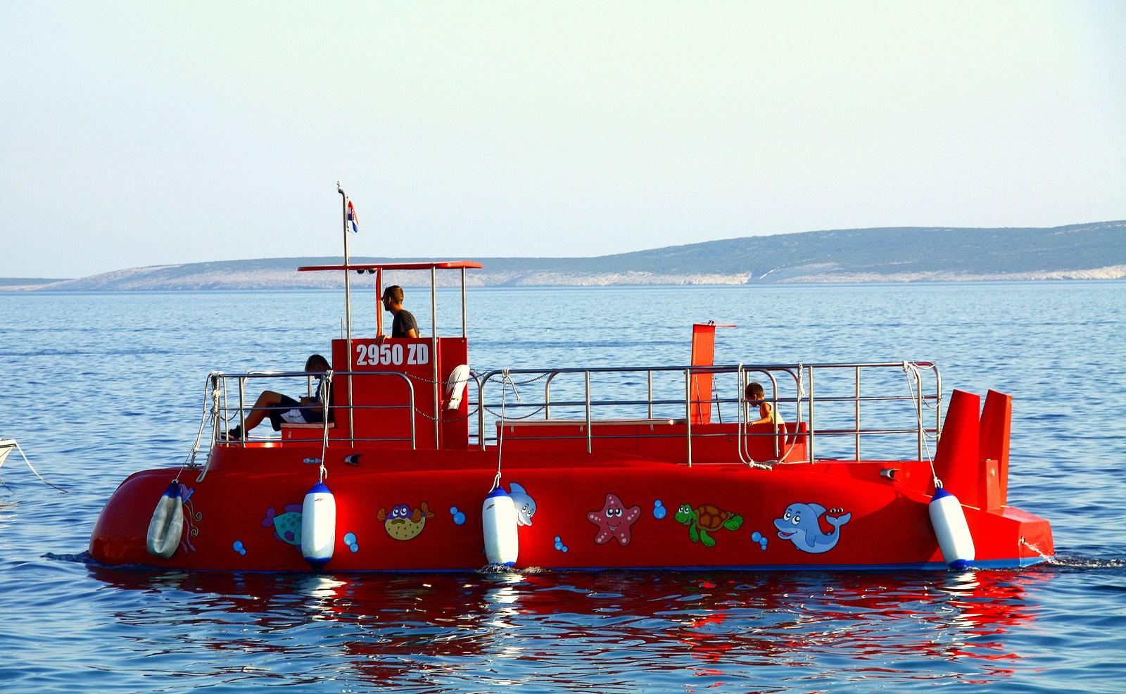 Na plovilu ste zelo varni. Tudi, če bi slučajno notranjost zalila voda, ste varni na palubi.