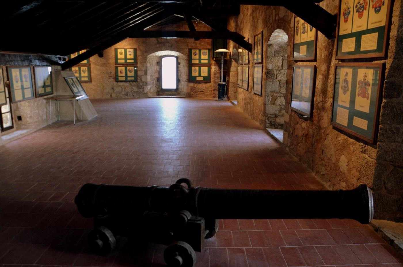 Top v trdnjavi Nehaj.