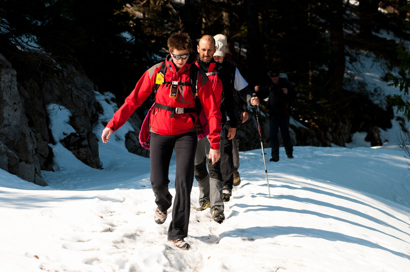 Da ne bi kdo mislil, da ni snega na Velebitu. O, pa je, včasih celo zelo dosti. Potem pa udari še kakšen mrzel veter. Brrrrrr. Foto: HTZ in Luka Tambaća.