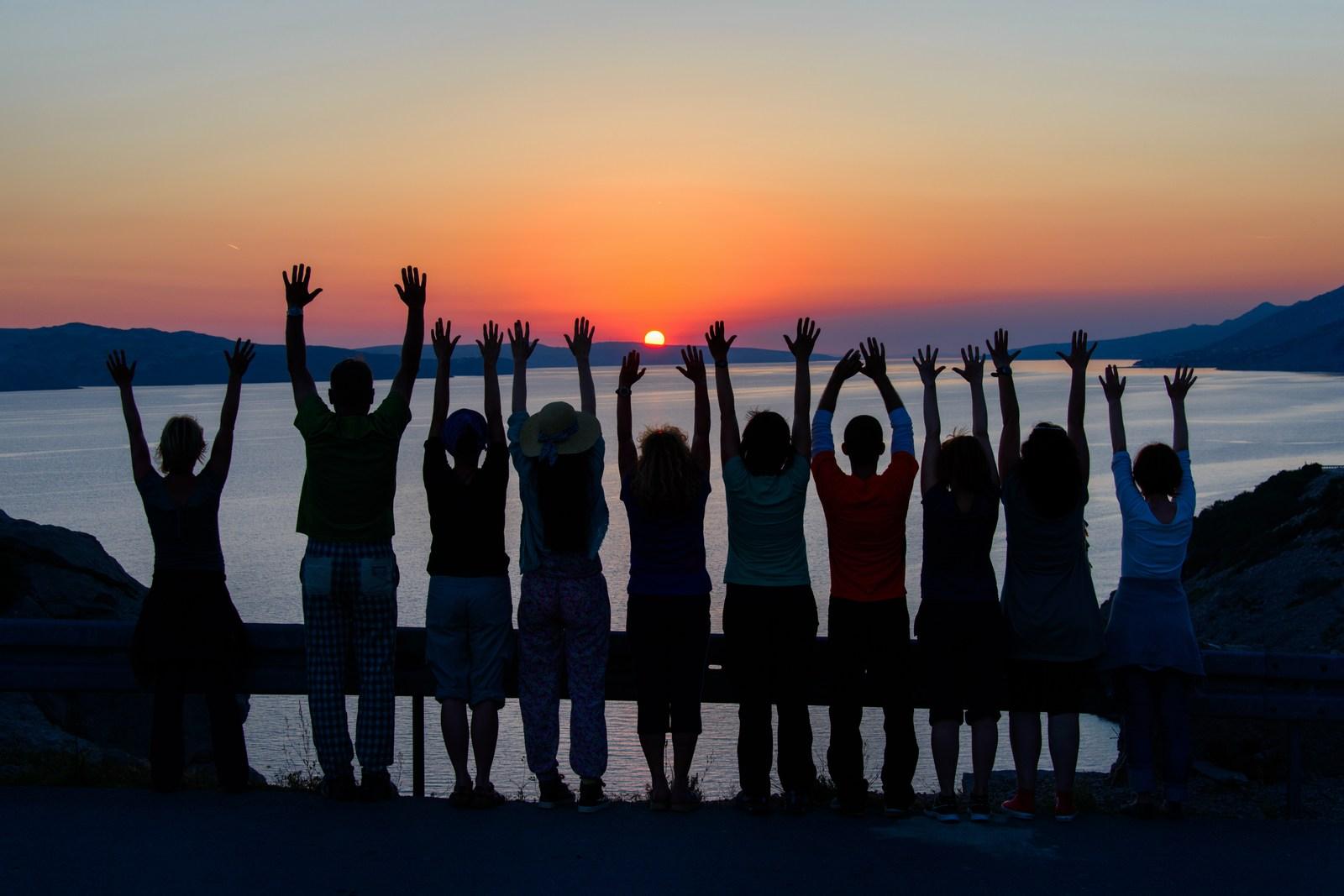 Pozdrav soncu. Velebitski kanal. Foto: HTZ in Aleksandar Gospić.