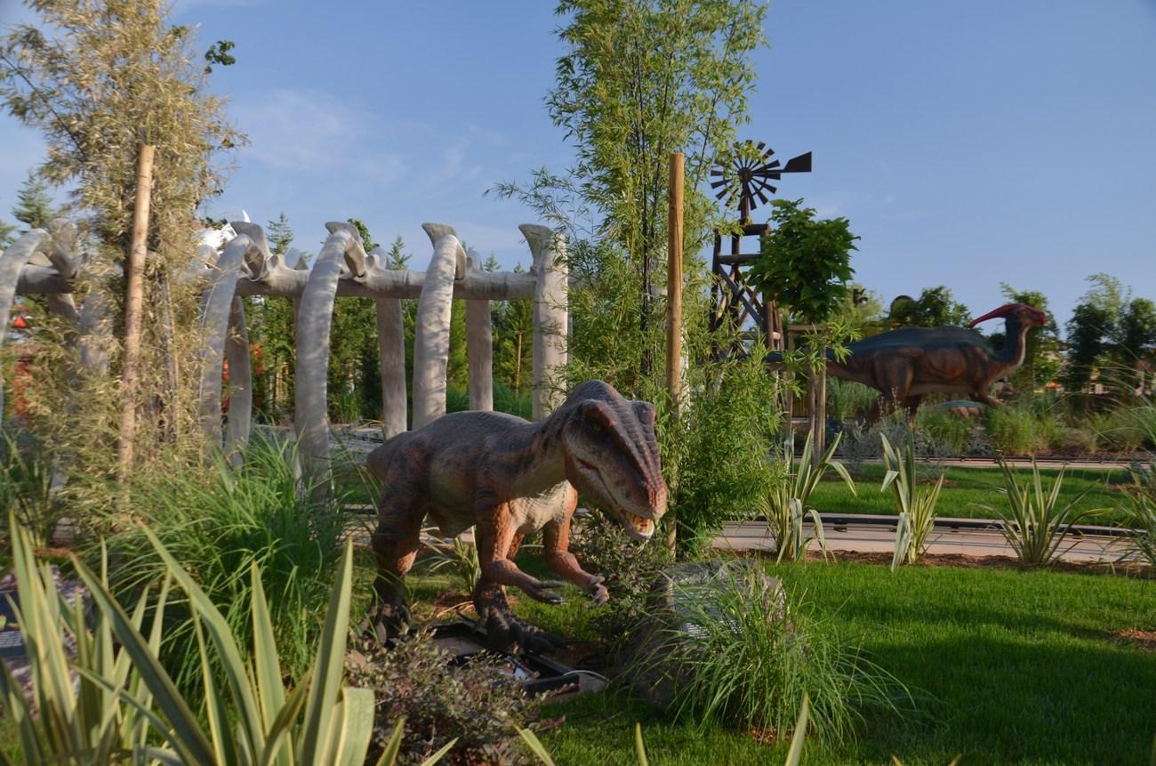 V Mirnovcu najdemo tudi dinozavre.