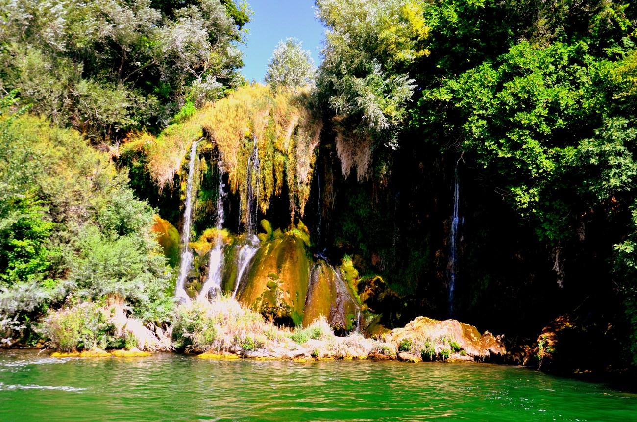 Druga najbolj priljubljena atrakcija v Narodnem parku Krka je Roški slap.