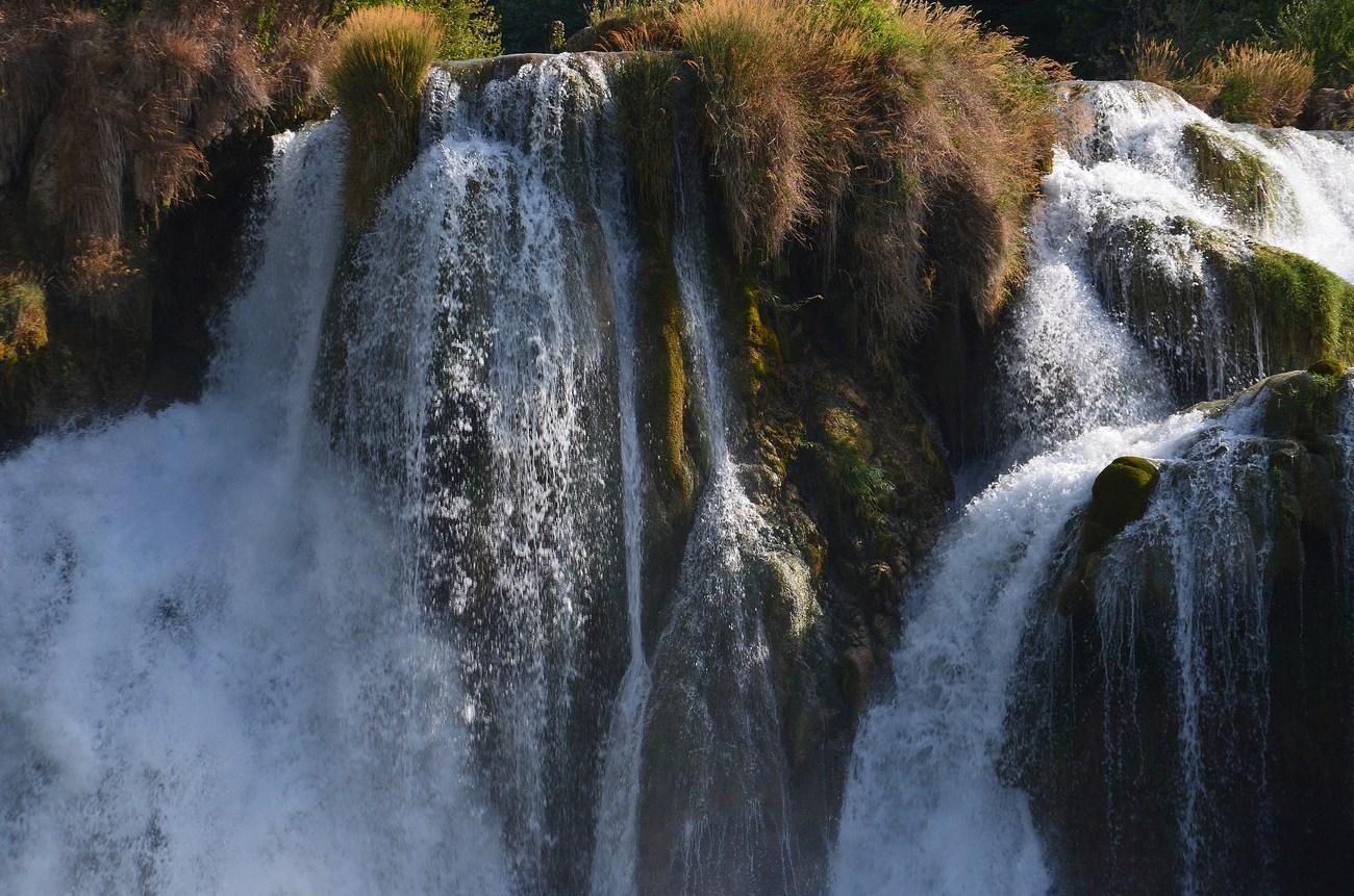 Za narodni park je bilo področje razglašeno leta 1985, čeprav so bili nekateri deli reke Krke zaščiteni že leta 1948.