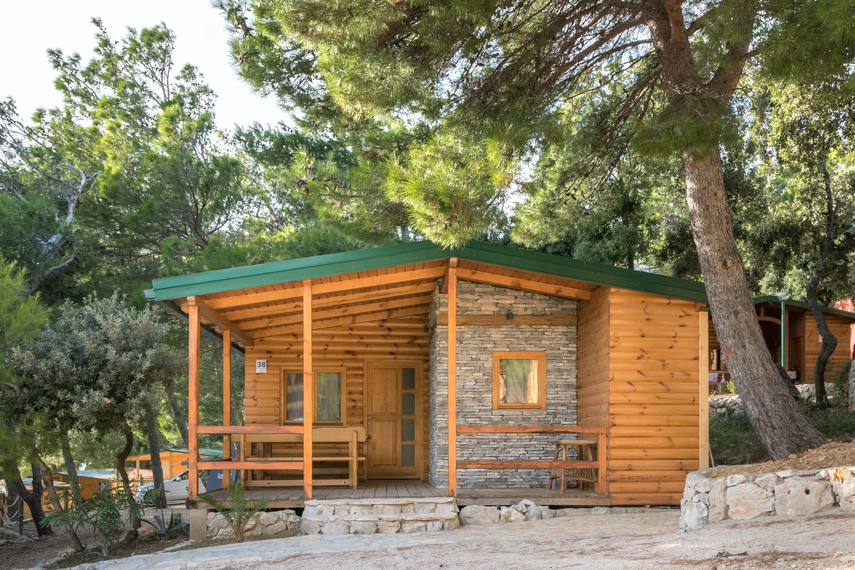 Več kot 500 parcel za šotore, prikolice in avtodome ima kamp Šimuni.
