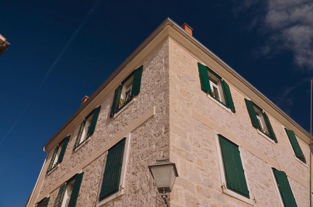 Zmeraj več je lepo obnovljenih stavb
