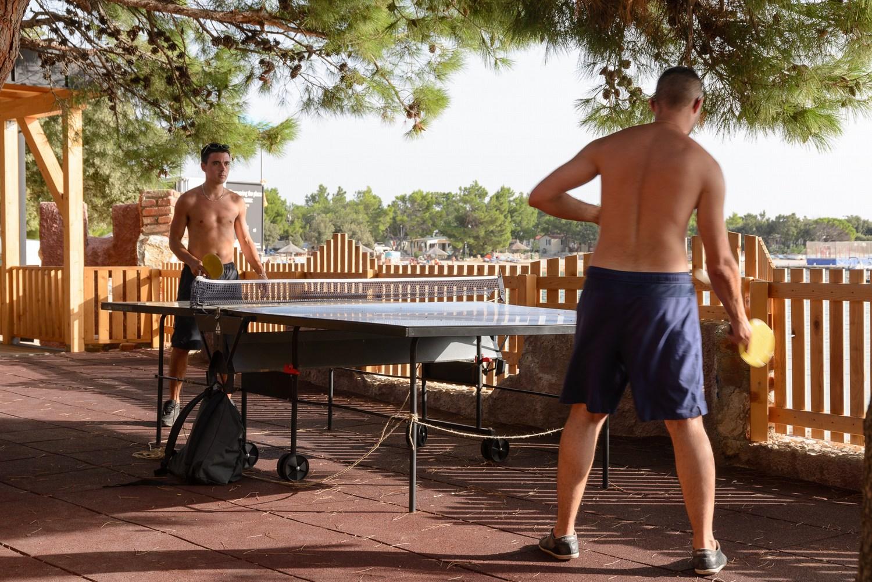 Namizni tenis v kampu. In to brezplačno.
