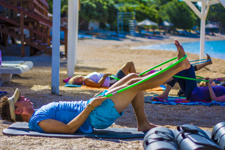To je super. Pridružite se lahko skupinskim vadbam joge, zumbe in aerobike.
