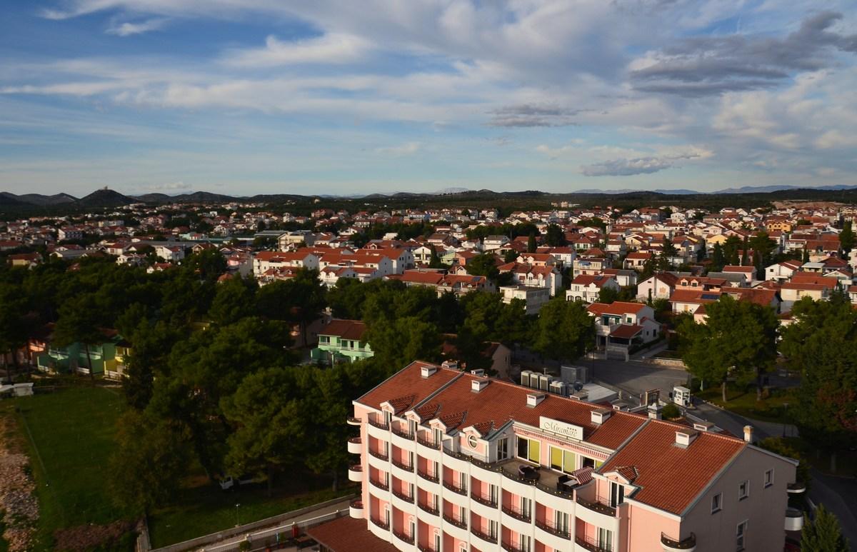 Zmeraj več hiš, apartmajev, v Vodicah