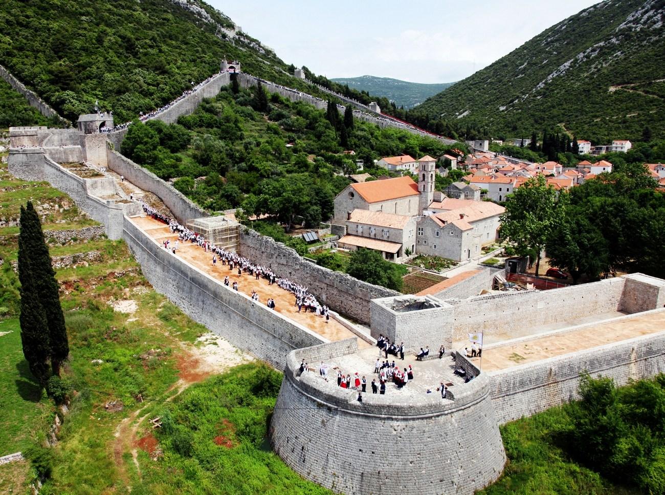 na_obzidju