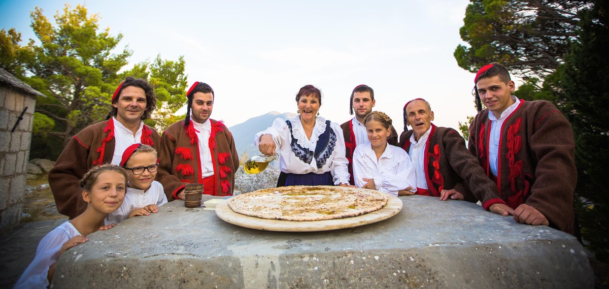 Omiški gusarji so bili trn v peti mestu Splitu, Dubrovniku, Beneški republiki, papežem.