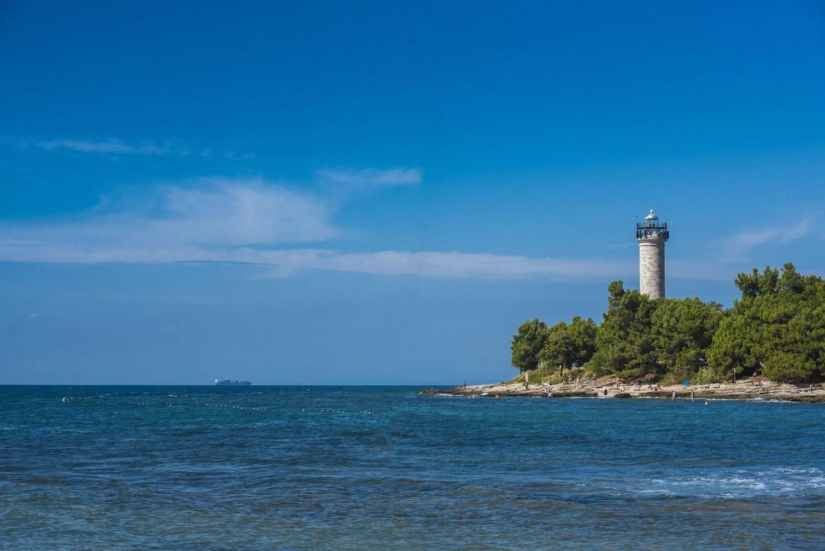 Svetilnik in morje